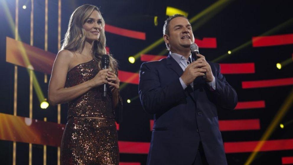 Brillando, así Karen Matínez y Mauricio Vélez inician las galas