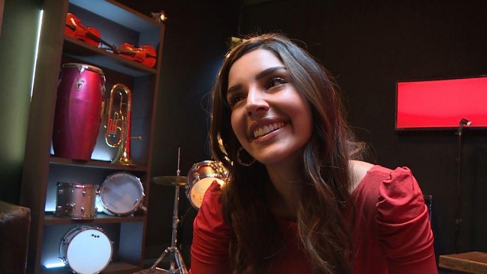 Laura Barjum encanta con consejos y energía en ensayos de 'Son Pasión'