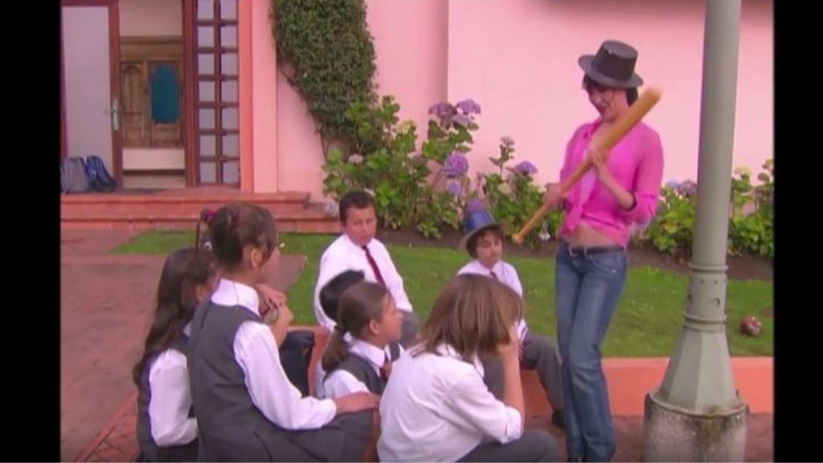 Floricienta   Capítulo 75   Delfina fracasa intentando agradar a los niños