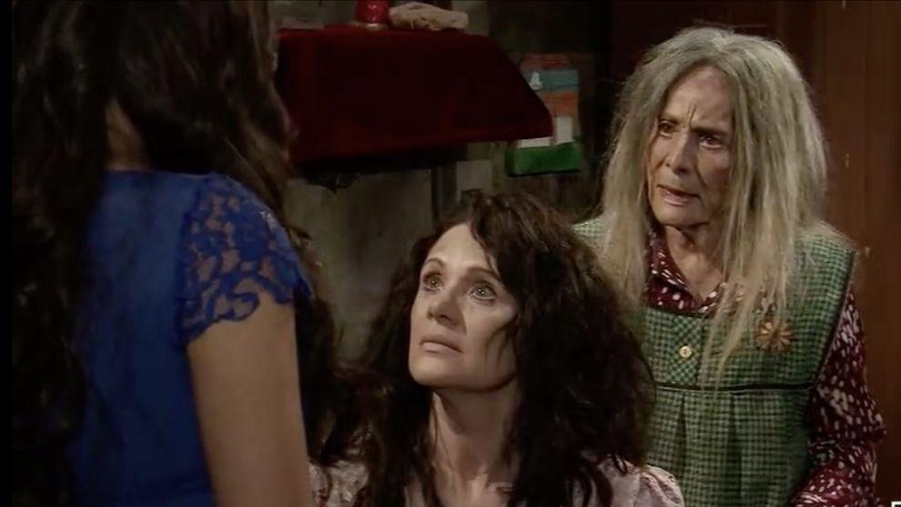 Doña Rita le confiesa a Blanca que Esmeralda es su hija