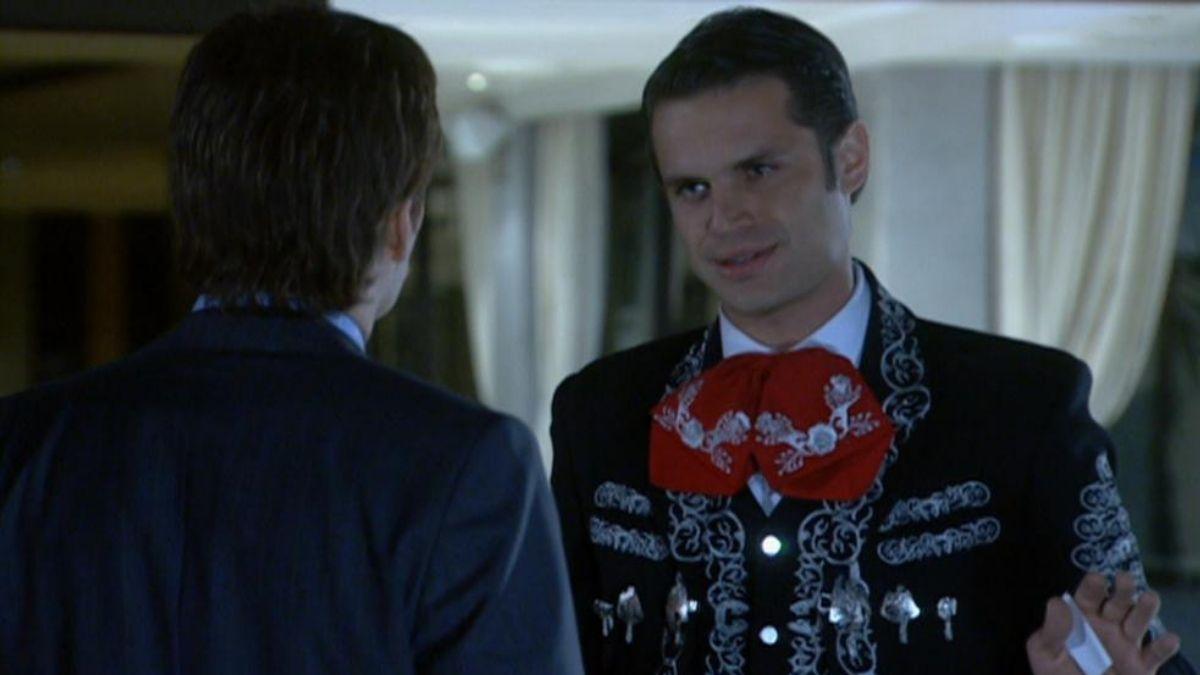 Francisco se alerta por un papel que le encuentra a Macías