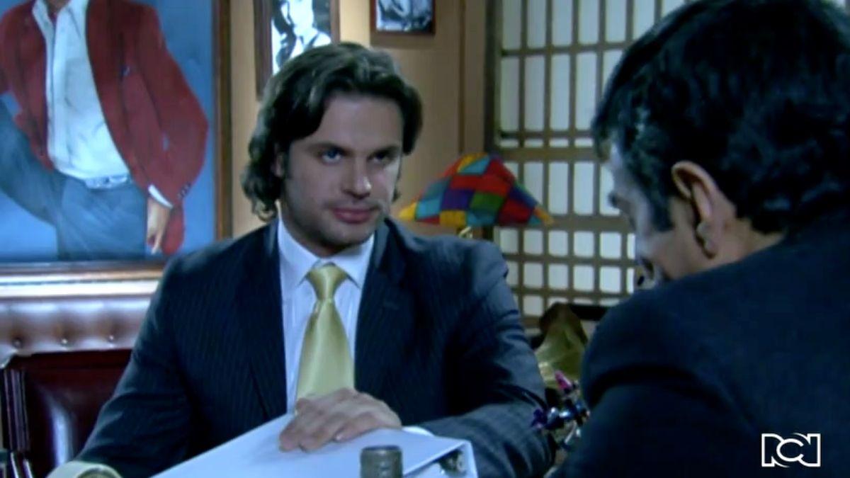 Francisco le presenta el balance de Plaza Garibaldi a Carlos