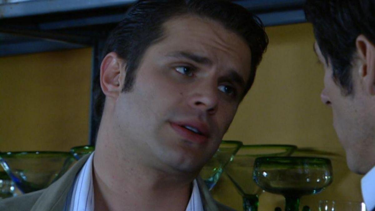 Francisco le confiesa a Fernanado que se va a entregar