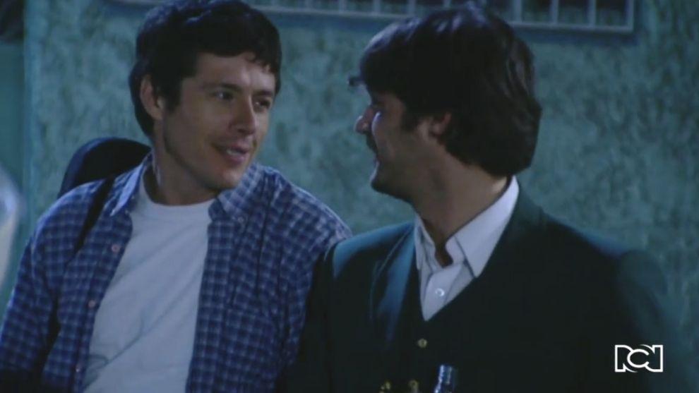 Fernando le lleva serenata a Leti
