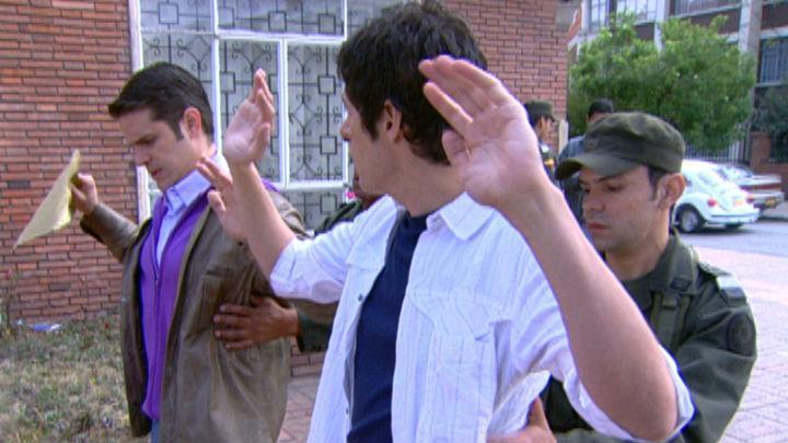 La hija del mariachi | Capítulo 26 | Fernando le insiste a Francisco conseguir documentos falsos