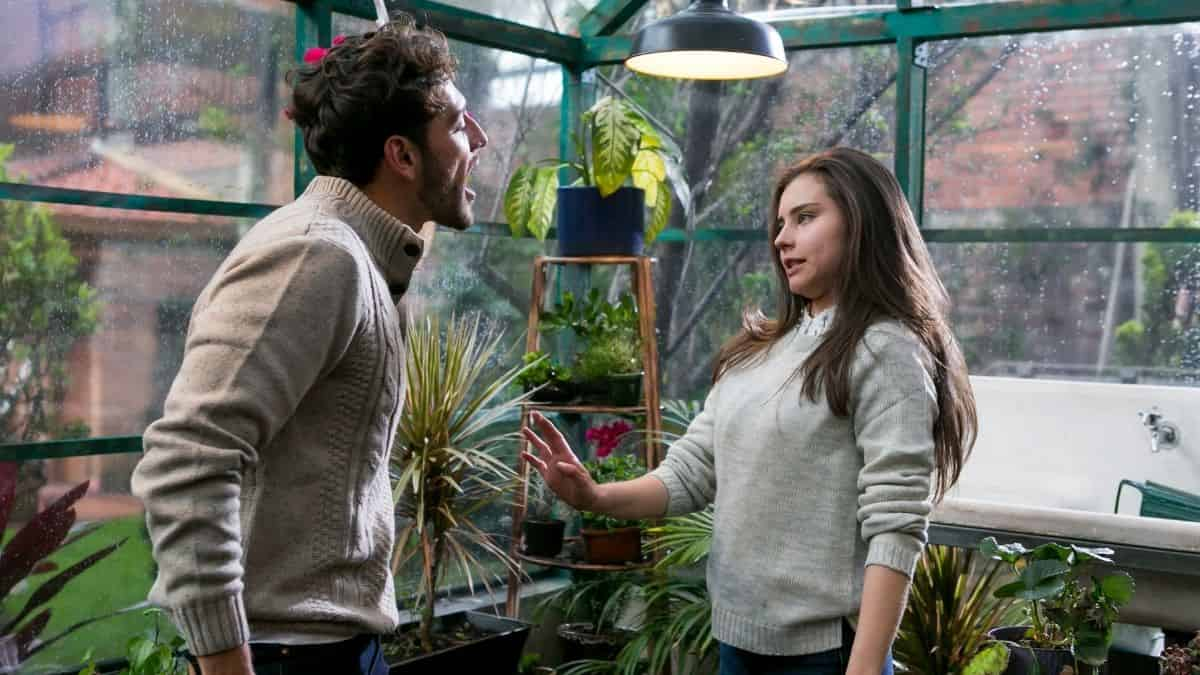Adrián pasa los límites con Luisa