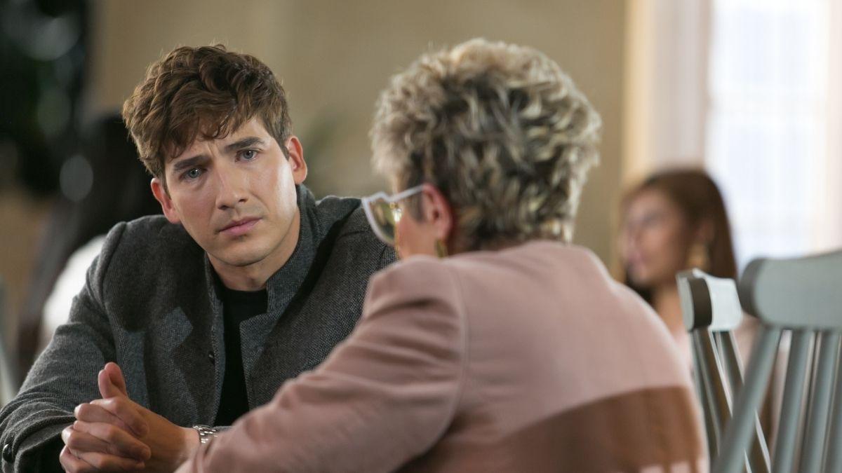 Juan Esteban se entera de lo sucedido con Luisa y Adrián