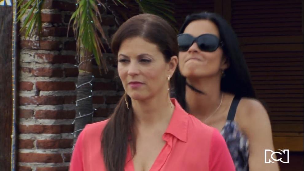 Renata busca sacar del camino a Laura