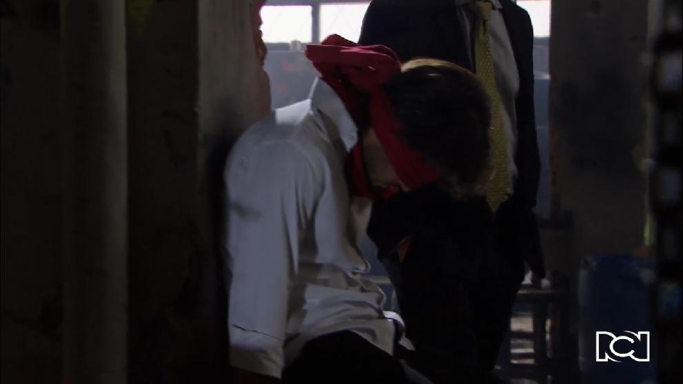 Esteban es secuestrado por los hombres de Santamaría