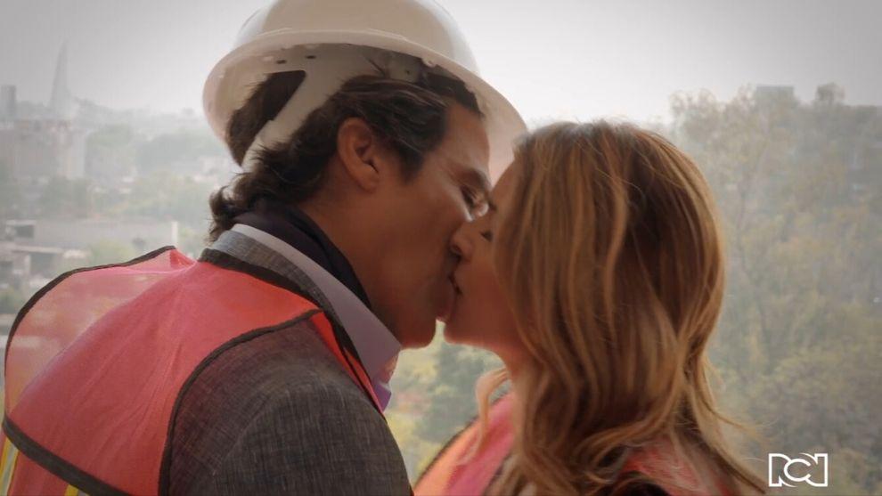 Capítulo 15| Casandra Santos y Eduardo Mendoza se besan