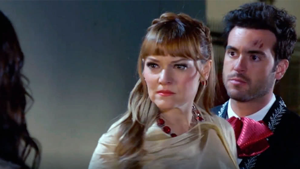 Elsa descubre que Rodrigo y Aurora son novios