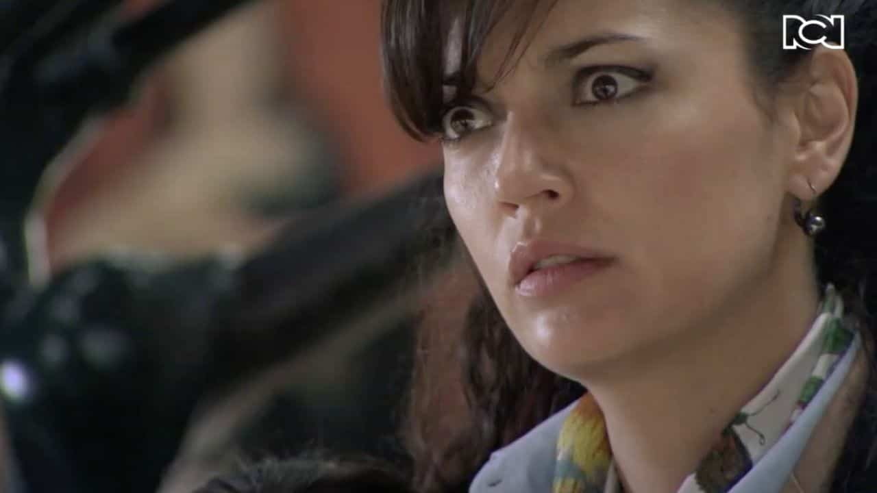 Alicia se entera de que Martínez en un agente de la D4