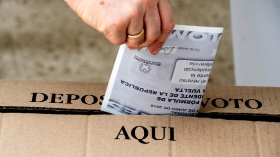 Las urnas cerraron a las 4pm. Foto: AFP