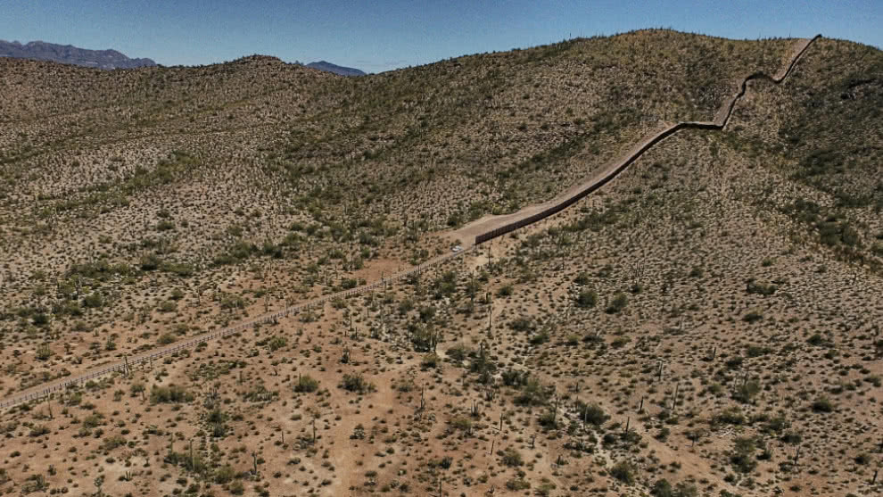 Profesor de EE.UU. que dejaba agua en el desierto para inmigrantes podría pagar 20 años de cárcel