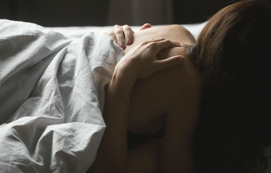 dormir desnudo, desnudo, dormir, beneficios de dormir desnudo