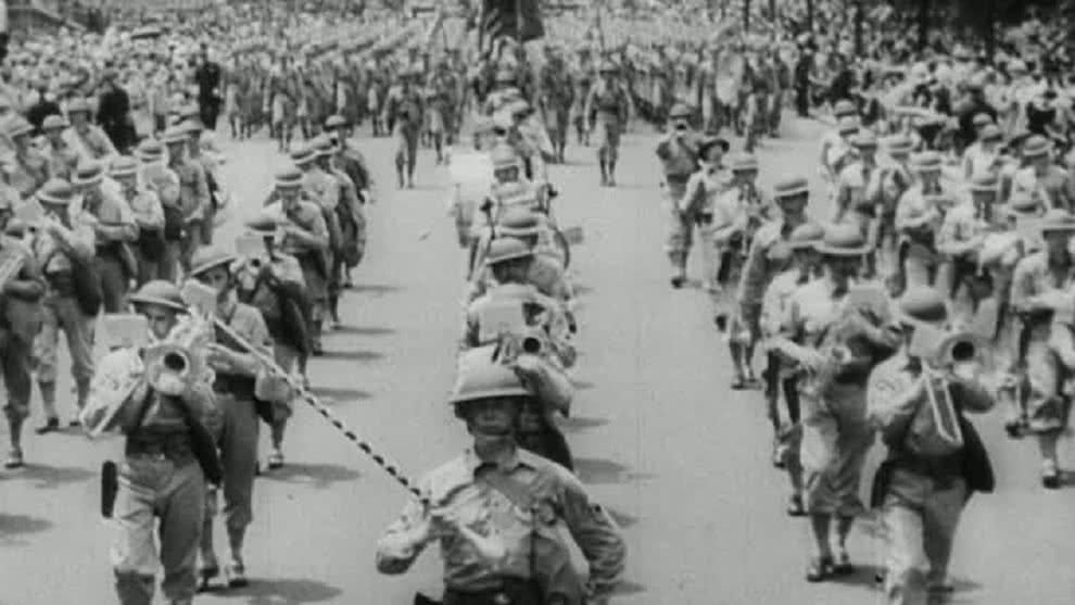 Casi 80 años después, dos hermanos reciben sus diplomas de bachiller por culpa de la Segunda Guerra Mundial