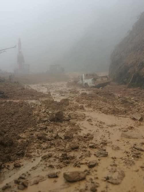 Emergencia por derrumbe en vía Florencia - Neiva