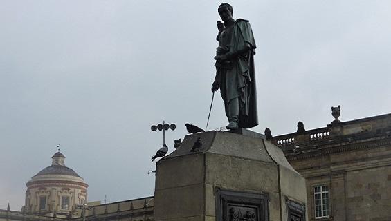 Foto: Estatua del Libertador Simón Bolívar ubicada en la Plaza de Bolívar de Bogotá.