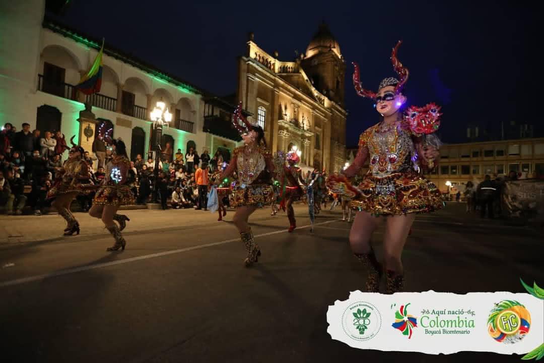 Foto: Grupo de danza en la Cra. 9°