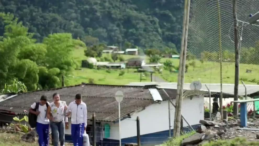 Hazañas maestras: la profesora que enseña en la zona donde mataron a su padre