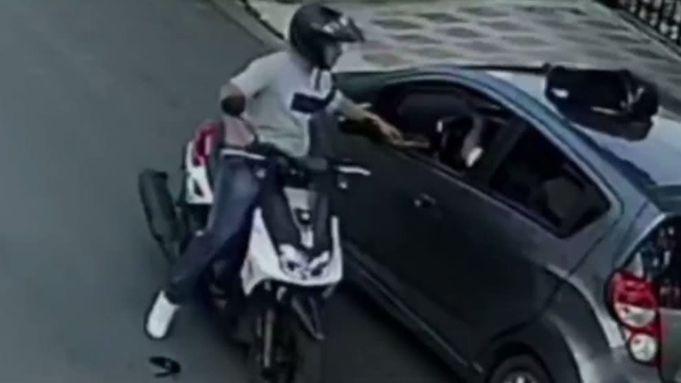 Alerta en Cali por delincuente que roba en moto y armado con un revólver