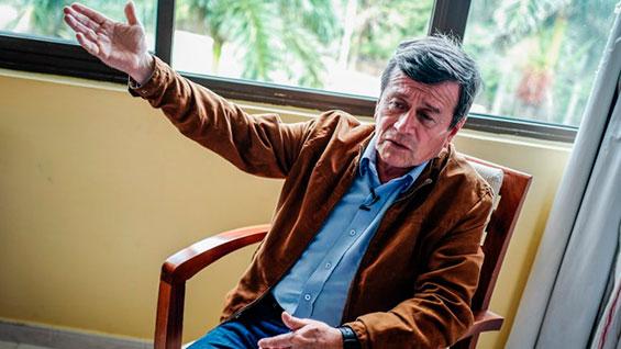 Pablo Beltrán, jefe negociador del ELN. Foto: Adalberto Roque / AFP