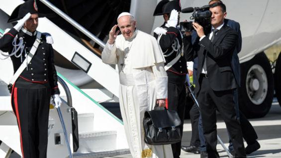 El papa a su regreso a Roma. Foto: Andreas / AFP