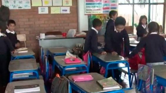 Niños de Sesquilé recibieron pupitres donados por Postobón - Noticias RCN