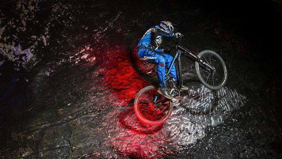 Este manizalita es cuatro veces campeón nacional y panamericano en descenso en bicicleta. Foto Facebook.com/marceloguvi