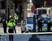La Policía trata de detener al sospechoso. Foto: Josep Lagos/AFP