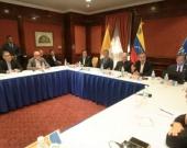 En una reunión con miembros del Gobierno y la oposición en Caracas se acordó iniciar el diálogoFoto AFP