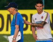 El técnico argentino José Pékerman y el jugador James Rodríguez. Foto: AFP