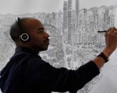 Stephen Wiltshire, conocido por su habilidad para dibujar un paisaje después de haberlo visto sólo una vez. Foto: AFP.