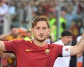 Totti renunció a la posibilidad de jugar en clubes que podían garantizarle más éxitos y se conformó con un título liguero, dos Copas Italia y dos Supercopas nacionales. Foto: EFE