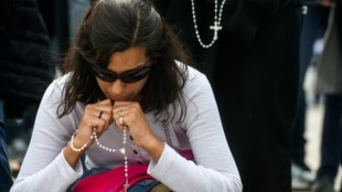 Familiares no pierden la esperanza de encontrar con vida a tripulantes de submarino argentino. Foto: AFP