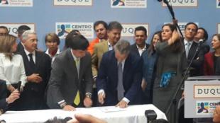 Iván Duque y Marta Lucía Ramírez al momento de inscribir su candidatura.