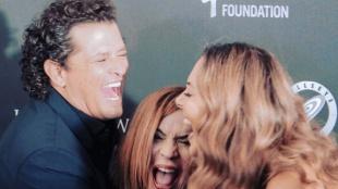 Carlos Vives celebra junto a su esposa y Ednita Nazario.Foto: Instagram