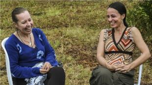Alias 'Natalie Mistral' (i) de  Francia y Tanja Nijmeijer de Holanda. Foto: AFP