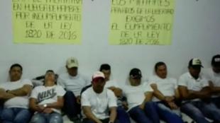 Militares y policías en huelga de hambre.