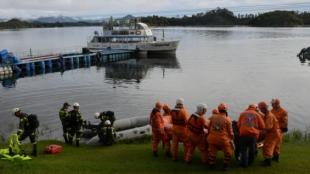 rupos de tres buzos hacen recorridos por hasta 15 minutos y luego salen a la superficie para darle paso a otro trío de rescatistas. Foto: AFP