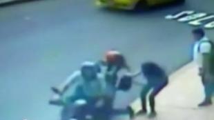 Caso de un 'raponazo' grabado en video de seguridad. Foto: Captura de video, NoticiasRCN.