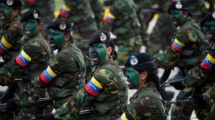 Mujeres que pertenecen a las Fuerzas Armadas venezolanas. Foto: AFP