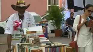 Hacer que los libros no queden en el olvido, el objetivo de 'La carreta literaria'