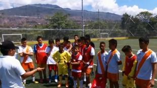 Colombianos residentes en Massachusetts apoyan a los niños futbolistas de Medellín