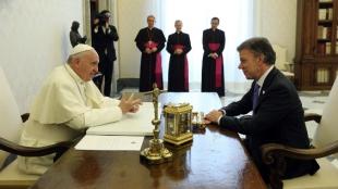 Papa Francisco y el presidente Juan Manuel Santos. Foto: AFP.