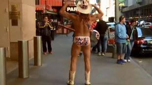 Así se gana la vida un vaquero nudista en Nueva York