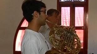 Jóvenes músicos colombianos reciben clases magistrales durante el Festival