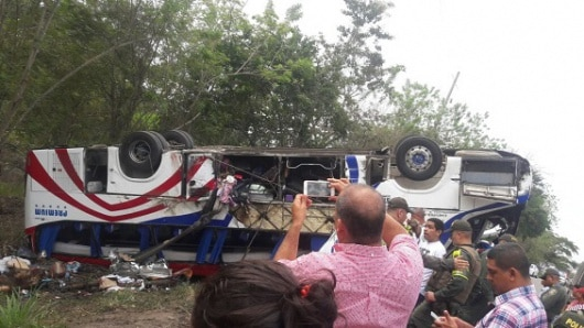 5 muertos por accidente de bus que iba de Cartagena a Medellín