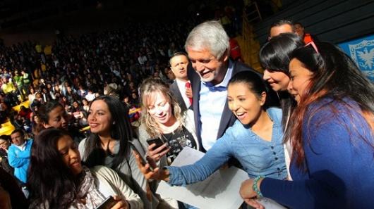 Alcaldía Peñalosa incrementa un 25 % los honorarios de maestros de jardines infantiles