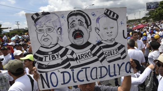 Ante crisis política, Nicolás Maduro tiende la mano a la oposición